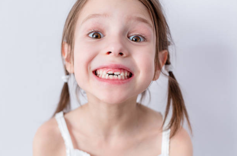 Little girl's adult teeth coming in